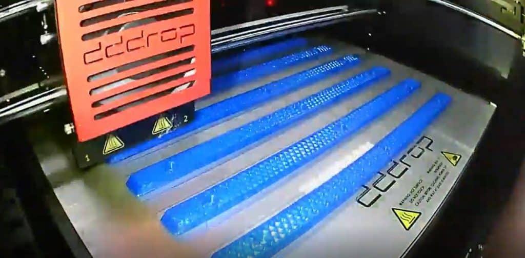 Impressora dddrop iprimindo rails de skates na Fabrica do Futuro da USP